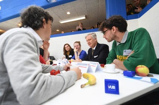 Vladimir Vroonen in gesprek met de koning